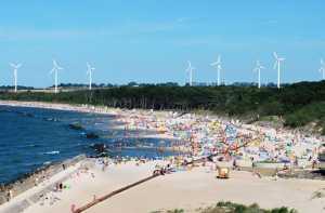 wiatraki nad morzem