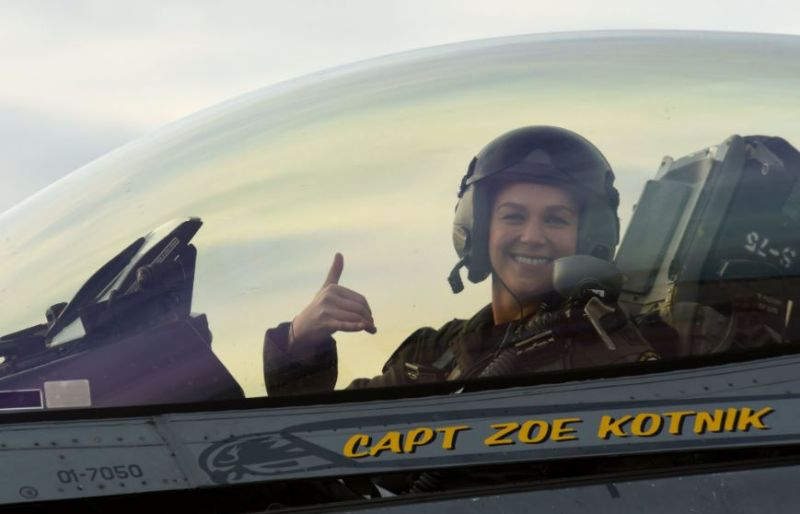 "Capt. Zoe ""SiS"" Kotnik, commander of the ViperDemoTeam, smiles after a certification flight at Joint Base Langley-Eustis, Va., Jan. 29, 2019. fot. U.S. Air Force photo by Senior Airman Kathryn R.C. Reaves"