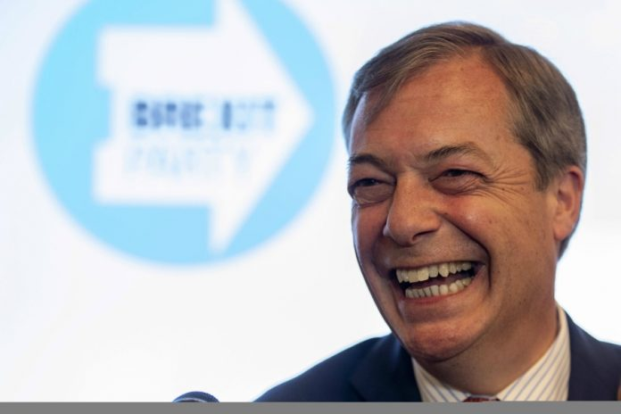Lider Brexit Party, Nigel Farage fot. PAP/EPA WILL OLIVER