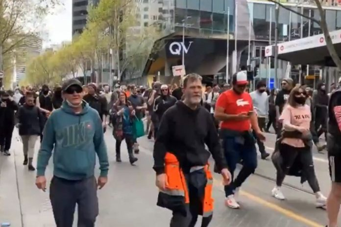 Protest w Melbourne. / Fot. screen Twitter